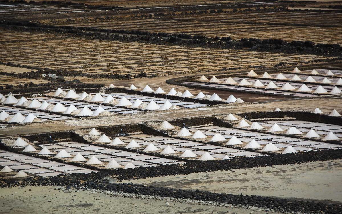 Detalle de la sal marina produciéndose en Salinas de Janubio, por Ramón Pérez Niz