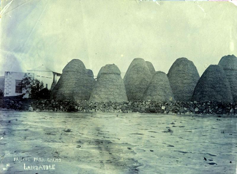 Pajeros para grano de Lanzarote (imagen del archivo de la FEDAC)