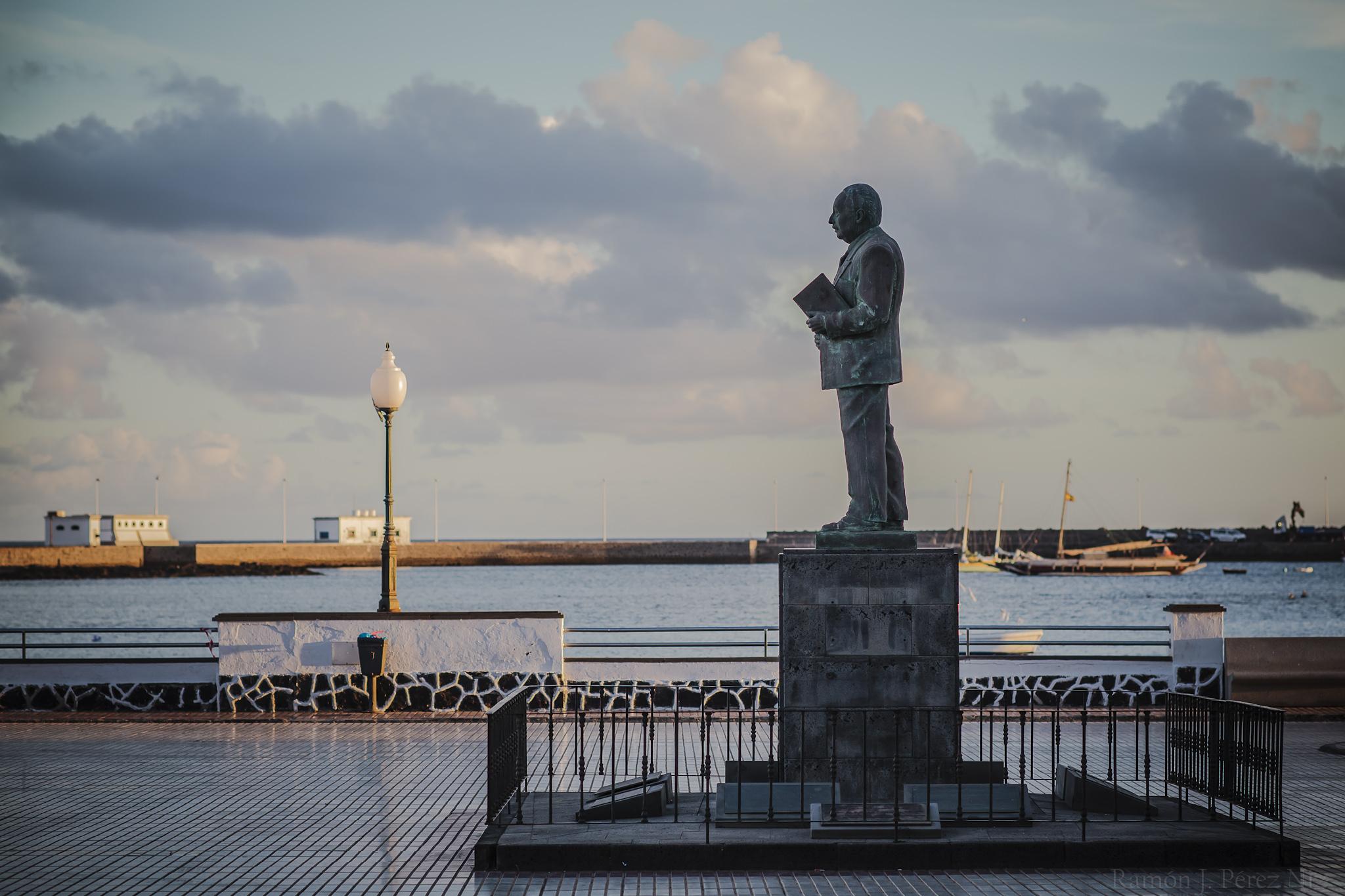 Estatua de Blas Cabrera en su Arrecife natal