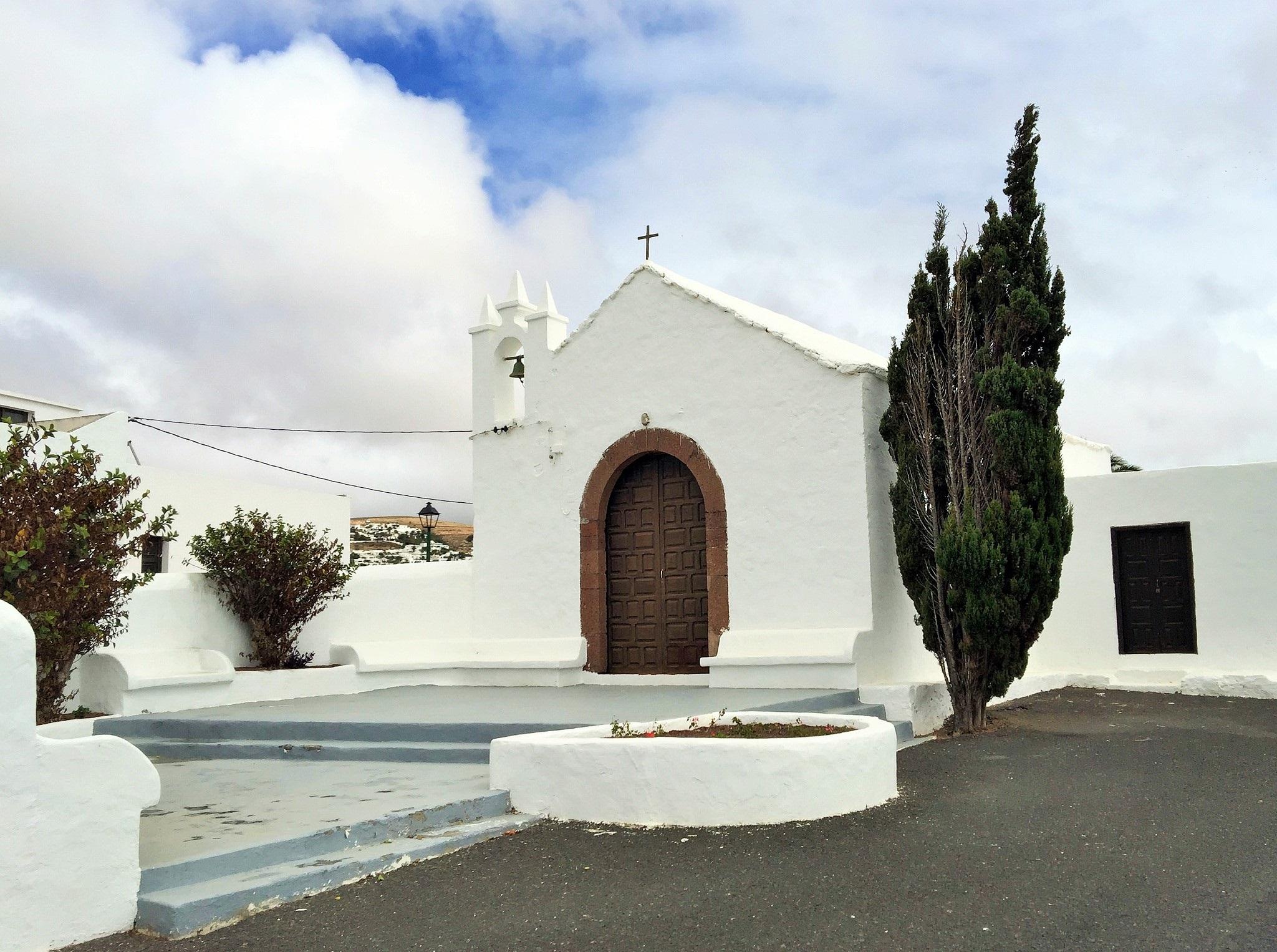 La ermita y su plaza